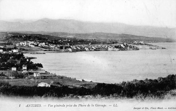 Antibes vu depuis la phare de la Garoupe